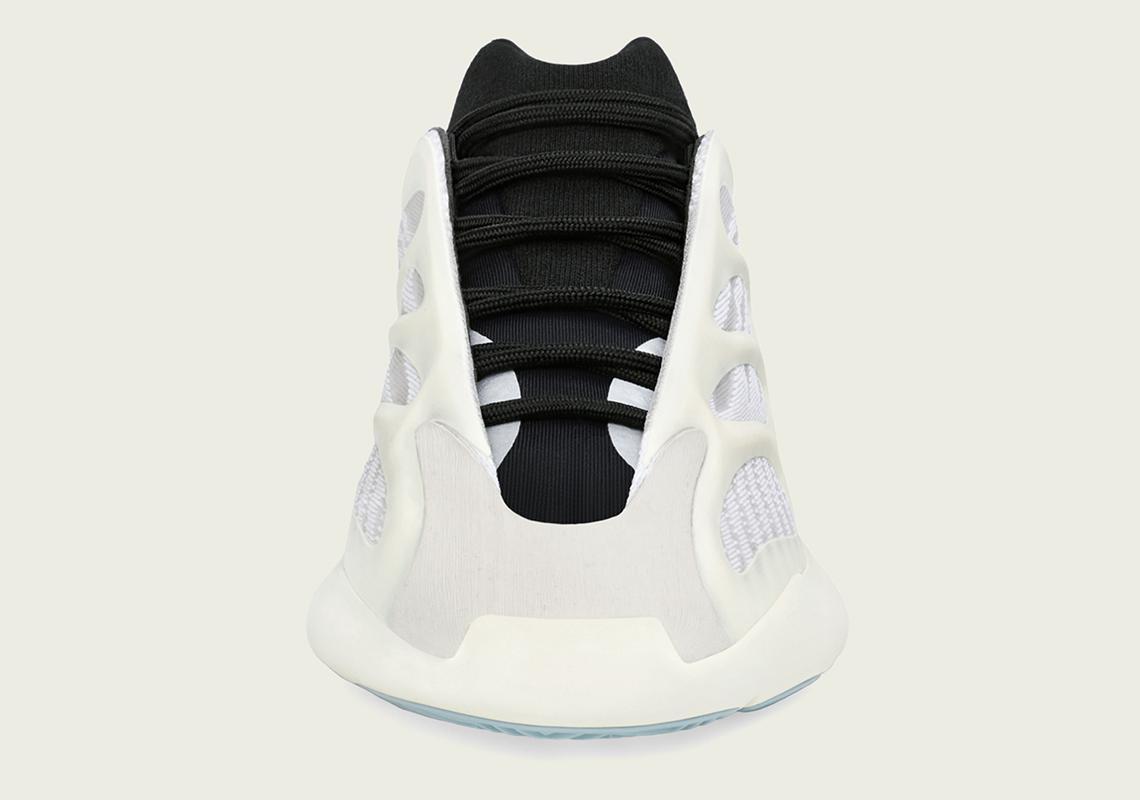 کفش مشکی و سفید آدیداس از جلو